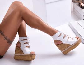 Дамски сандали и чехли на платформа