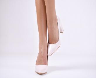 Дамски елегантни обувки еко кожа/лак пудра