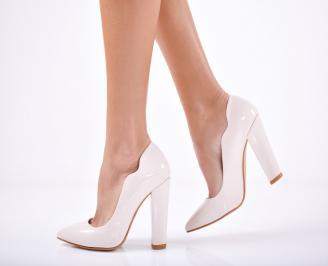 Дамски елегантни обувки еко кожа/лак  бежови