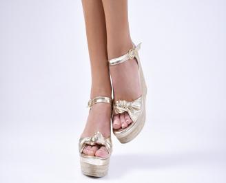 Дамски  сандали на платформа златисти