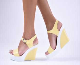 Дамски  сандали на платформа жълти