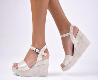 Дамски сандали златисти