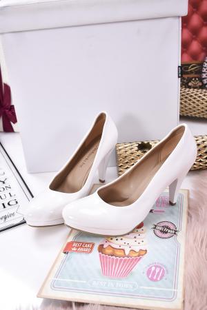 Дамски  обувки Гигант  бели еко кожа/лак