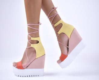 Дамски сандали на платформа набук шарени