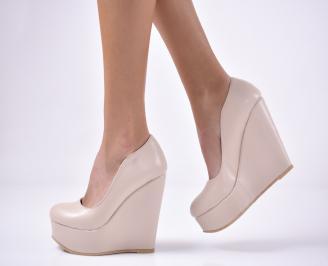 Дамски  обувки на платформа  бежови