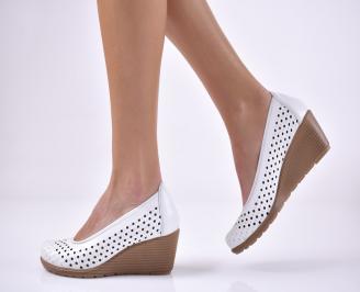 Дамски ежедневни обувки естествена кожа бели.