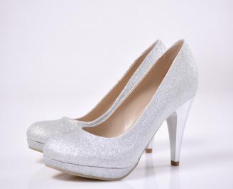 Дамски елегантни обувки гигант  сребристи