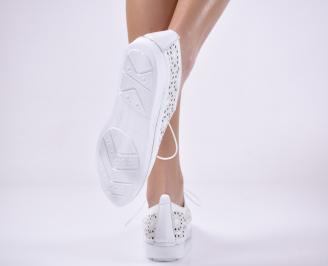 Дамски равни обувки естествена кожа бели.