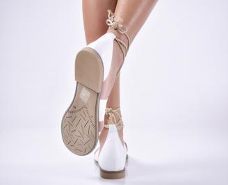 Дамски равни  сандали естествена кожа бели.