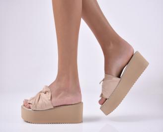 Дамски чехли  на платформа бежави
