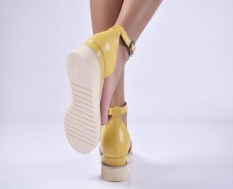 Дамски равни сандали естествена кожа жълти.