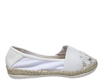 Дамски равни обувки дантела бели