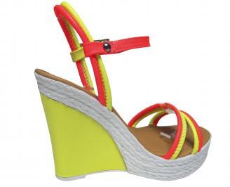 Дамски сандали на платформа еко кожа електрик зелен
