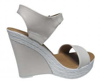 Дамски сандали на платформа еко кожа/лак бежови