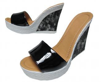Дамски чехли на платформа еко кожа/лак черни