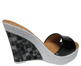 Дамски чехли на платформа еко кожа/лак черни 3
