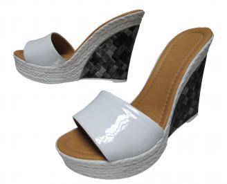 Дамски чехли на платформа еко кожа/лак бели