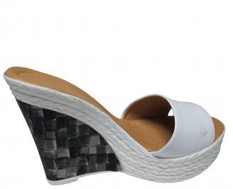 Дамски чехли на платформа еко кожа/лак бели 3