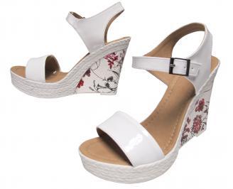 Дамски сандали на платформа еко кожа/лак бели