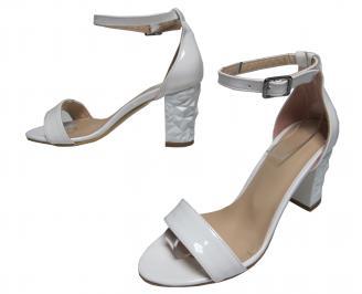 Дамски елегантни сандали бели еко кожа/лак