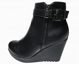 Дамски боти на платформа в  черен цвят  от еко кожа