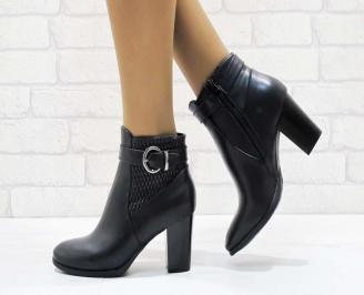 Дамски елегантни боти в черен цвят от еко кожа