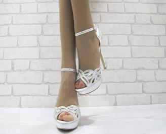 Дамски елегантни сандали на ток бели