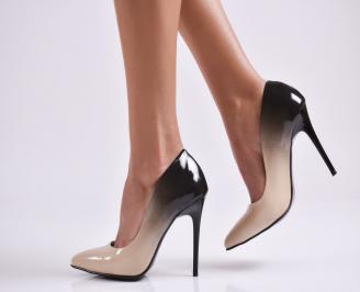 Дамски елегантни обувки на ток  еко кожа/лак бежови