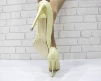 Дамски елегантни обувки на ток златисти еко кожа 3