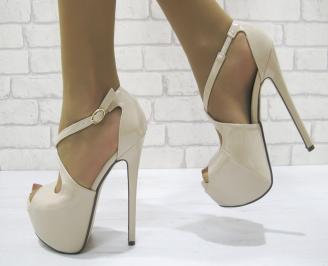 Дамски елегантни сандали еко кожа/лак бежови