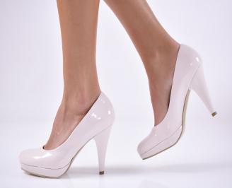 Дамски обувки на ток еко кожа/лак бежови