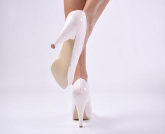 Дамски обувки на ток еко кожа/лак бежови 3