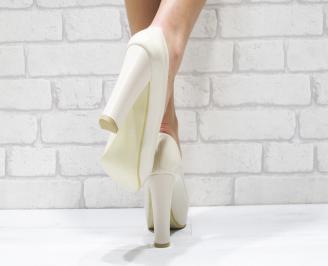 277d7dcb236 Дамски елегантни обувки бежови еко кожа/лак 165-1022   Елегантни ...