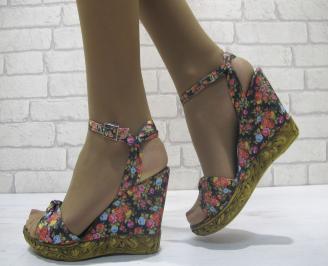 Дамски сандали на платформа текстил черно на цветя