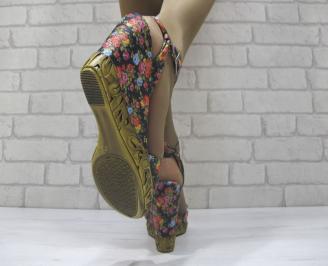 Дамски сандали на платформа текстил черно на цветя 3