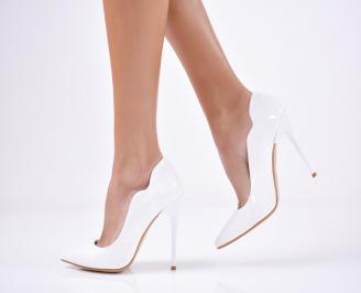 Дамски елегантни обувки еко кожа/лак бeли
