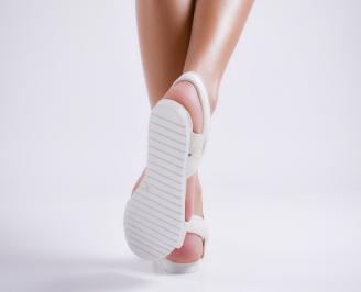 Дамски равни  сандали бели текстил