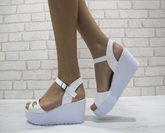 Дамски сандали на платформа еко лак бели