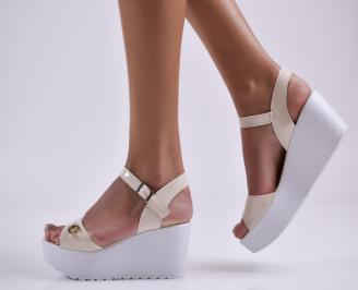 Дамски сандали на платформа еко лак бежови
