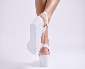 Дамски сандали на платформа еко лак светло розови