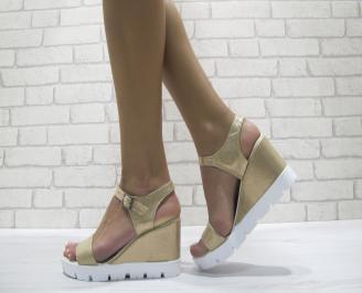 Дамски сандали на платформа еко кожа златисти