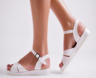 Дамски равни  сандали еко лак бели