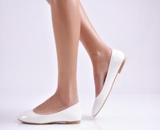Дамски обувки равни еко лак бели