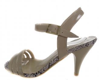 Дамски сандали на ток еко кожа/лак бежови