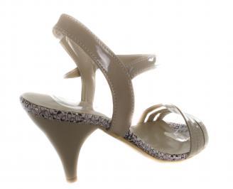 Дамски сандали на ток еко кожа/лак бежови 3