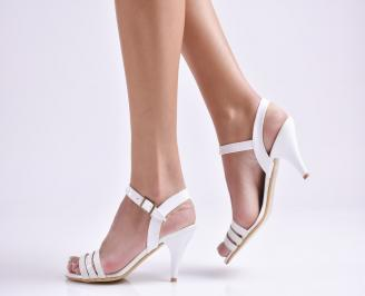 Дамски сандали на ток еко кожа/лак бели
